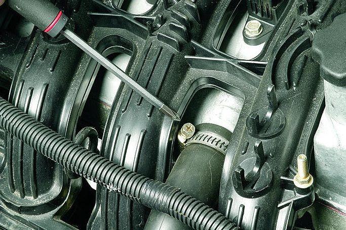 Фото №14 - в воздушном патрубке масло ВАЗ 2110